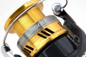 Naviják Shimano Sahara 2500 R DH - 4